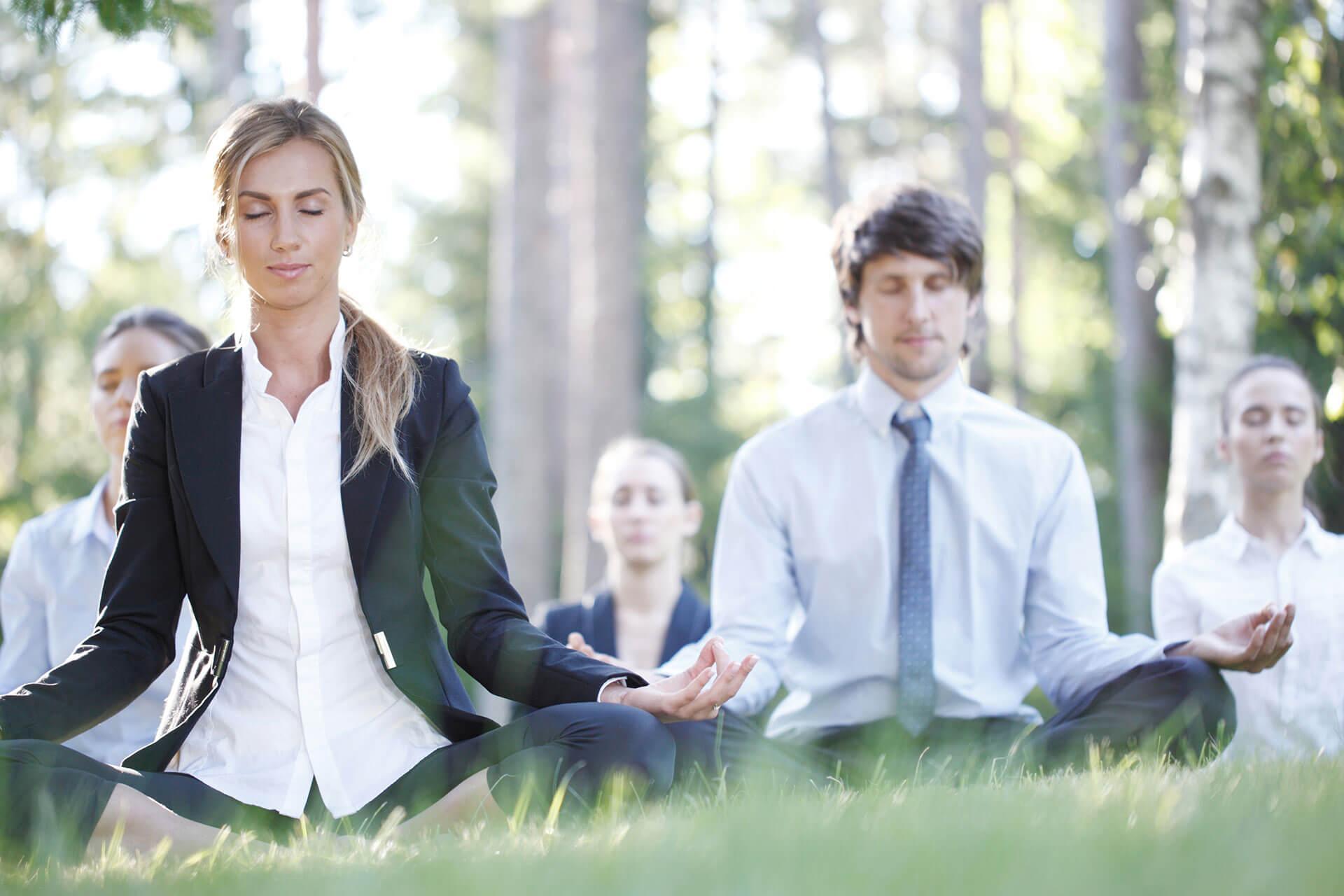Firmen Team beim Yoga